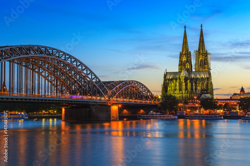 Foto-Kassettenrollo premium - Cologne city skyline at night, Cologne, Germany (von Noppasinw)