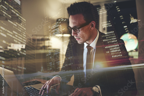 Photo  Close up of executive business man with laptop working