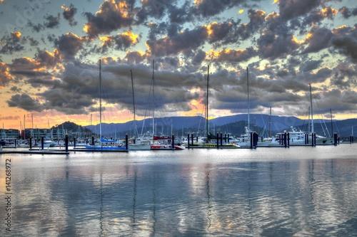 Photo Hafen von Airlie Beach bei Sonnenuntergang, Queensland, Australien