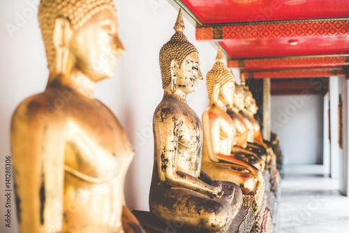 Fotografia  Buddha statues in a temple in Bangkok