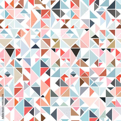 bezszwowy-geometryczny-wzor-od-trojbokow-rozni-kolory-na-bialym-tle