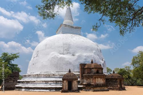 Fototapeta Kiri Vihara dagoba (Stupa) Buddhist temple ruins