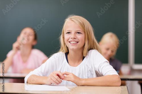 Plakat Laughing uczennica w szkole podstawowej