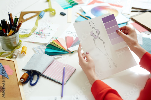 Fotografija  Dressmaker choosing trendy violet color for new collection of clothes