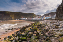 Rocks In Staithes Harbour / Staithes Is A Pretty Seaside Village And Fishing Port On The North Yorkshire Coastline, And Is Today An Attractive Tourist Destination
