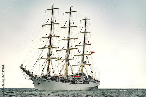 Keuken foto achterwand Schip Sailing ships on the sea. Tall Ship.Yachting and Sailing travel.