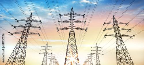 Fotografie, Obraz  Stromtrasse - Stromleitungen im Abendhimmel