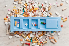 Pillen Und Medikamente Im Tispenser