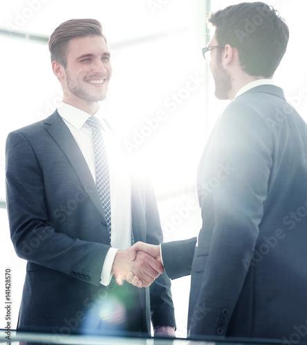 Fotografía  Business handshake. Close-up of business men shaking hands