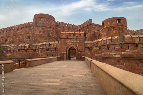 Papiers peints Fortification Agra Fort - A UNESCO World Heritage site in the city of Agra India. This historical fort is a mark of Mughal Indian architecture which housed the Mughal dynasty till the year 1638.