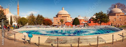 Plakat Kolorowa wiosny panorama sułtanu Ahmet park w Istanbuł.