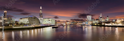 Poster London Die Skyline von London nach Sonnenuntergang