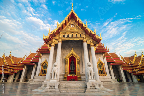 Deurstickers Temple The marble buddha temple Wat Benchamabopit Dusitvanaram sunset