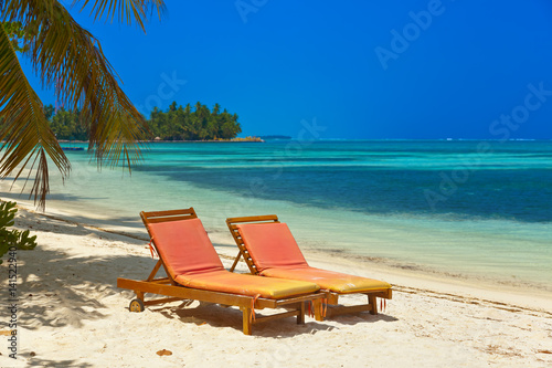 Staande foto Strand Sunbed on Maldives beach