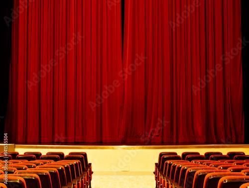 Fotografía  Le porte stanno per aprirsi,nel teatro ancora vuoto