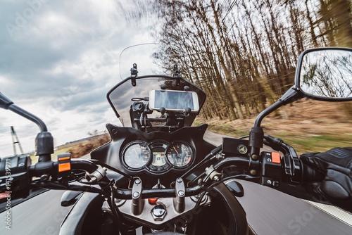 Fotomural  Driving a motorcycle at spring at the asphalt road