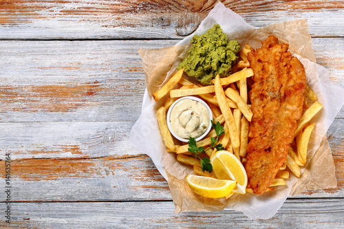Fotobehang Vis fish and chips - fried cod, french fries