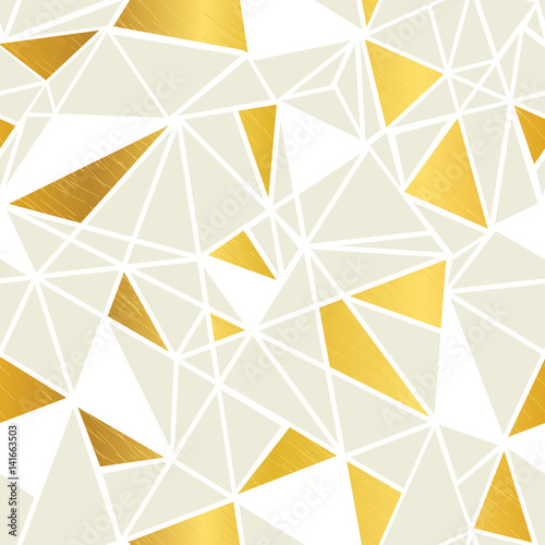 wektor-krem-i-zlota-folia-geometryczne-mozaiki-trojkaty-powtorzyc-bezszwowe