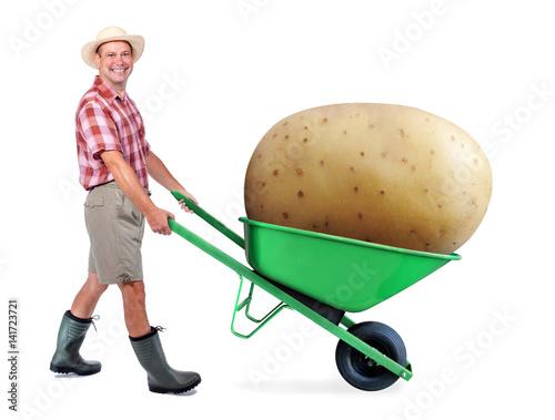 Fotografia Cheerful gardener carrying a large potato
