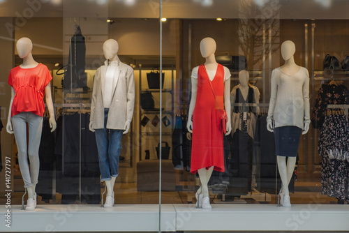 Fotografía Women clothing store with mannequins in showcase