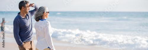 Obraz mid aged couple on the beach - fototapety do salonu