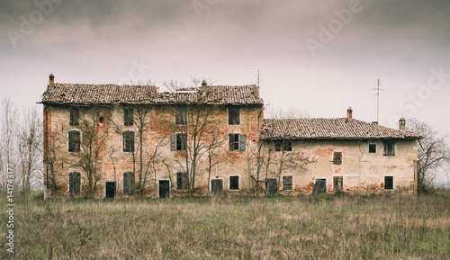 Photo  abandoned house in the low Po Valley