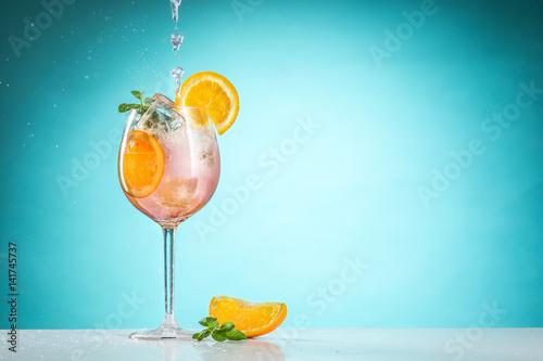 Obraz na plátně The rose exotic cocktail and fruit on blue