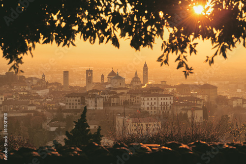 Fotografia, Obraz Sunrise in Città Alta, Bergamo, Bergamo province, Lombardy district, Italy, Europe