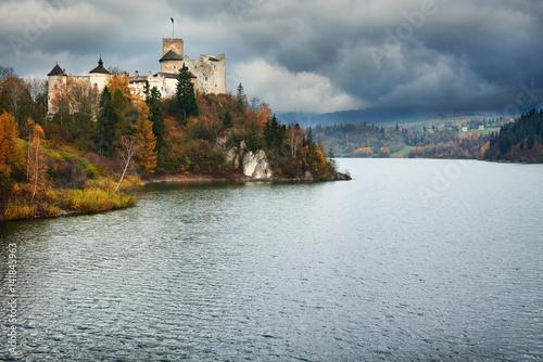 Fototapeta Zamek w Niedzicy nad Jeziorem Czorsztyńskim  obraz na płótnie