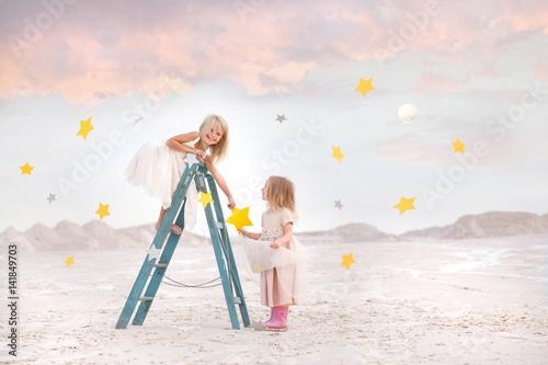 dziewczynki-zbierajace-szczesliwe-gwiazdki