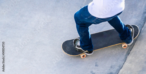 02d69840 Skatista e seu skate. - Buy this stock photo and explore similar ...