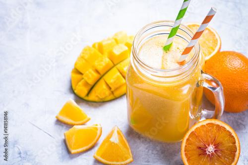 Zdjęcie XXL Koktajl z sokiem z mango