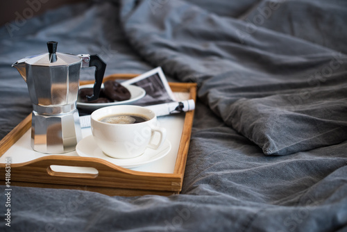 Foto  Coffee and breakfast in bed, cozy morning