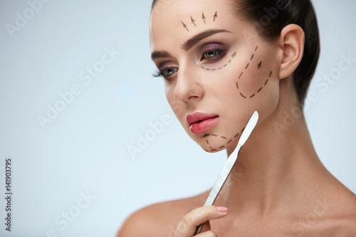 Carta da parati Plastic Surgery Operation. Beautiful Woman With Lines On Face