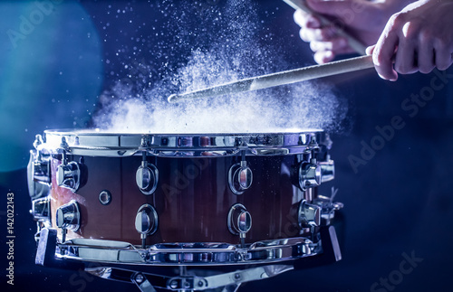 Obraz na płótnie man plays musical percussion instrument with sticks, a musical concept, beautifu