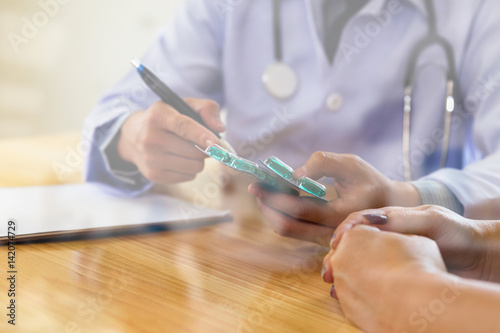 Fotografie, Tablou  doctor physician prescribing pills to woman patient