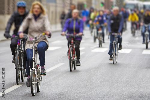Foto op Aluminium Fietsen Group of cyclist during the street race
