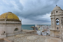"Goldene Kuppel Der Der Kathedrale De La Santa Cruz"" In Cádiz, Andalusien, Spanien"