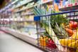 canvas print picture - Einkaufswagen voller Einkäufe in einem Supermarkt
