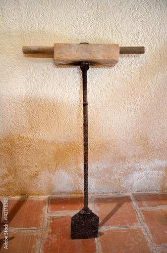 Fotografia, Obraz  Palo per rompere lo strato di sale
