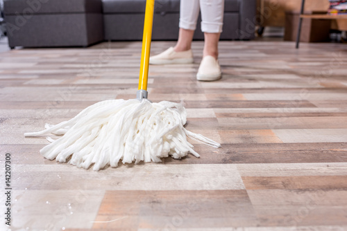 Fotografia  Woman cleaning floor with mop