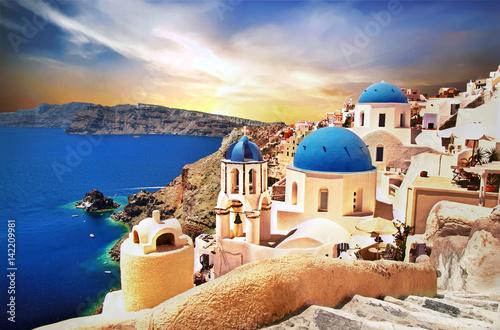 Poster de jardin Santorini Amazing Santorini over sunrise. View of Oia village with famous blue churches. Greece