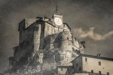 Castello Misterioso Avvolto Nella Nebbia