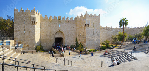 In de dag Monument Damascus gate, nord entrance in old part of Jerusalem, Israel