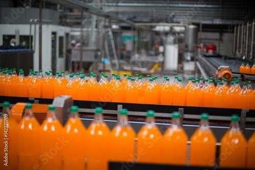 Fotografia Bottle of juice processing on production line
