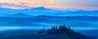 Morgenstimmung in der Toskana, Rollende Hügel mit Nebel bei Sonnenaufgang, Val d'Orcia, Toskana, Italien
