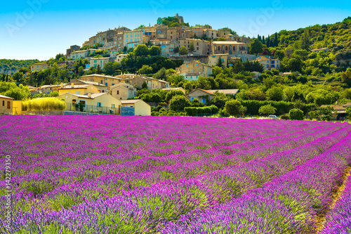 Poster Panoramafoto s Simiane la Rotonde village and lavender. Provence, France