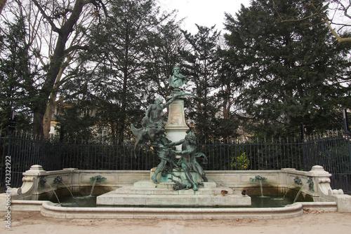 Fotobehang Fontaine Monument fontaine Eugène Delacroix au Jardin du Luxembourg - Paris