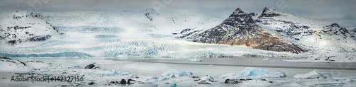 Poster Glaciers The Fjallajokull Glacier and Ice Lagoon.
