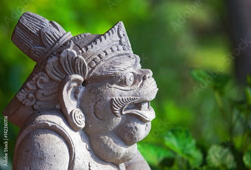 Tuinposter Indonesië Каменная статуя. Бали. Индонезия.